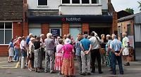 Sonning common residents rally against the closure of local branch of the Nat West bank