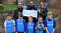 School receives £4,500 from Chiltern Chase runners