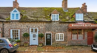 Renovated cottage in heart of picturesque National Trust protected village