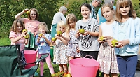 Children learn to make their own fruit juice at apple day