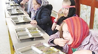 Children enjoy visit to Sikh temple with vegetarian meal