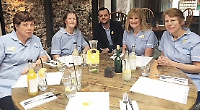 Pub gives free lunch to Marie Curie nurses