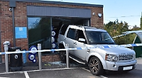 Thieves drive Land Rover in to Woodcote shop