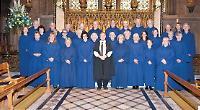 Choir springing for seasonal folk songs