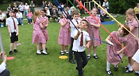 King and queen crowned by Mayor at school May fair